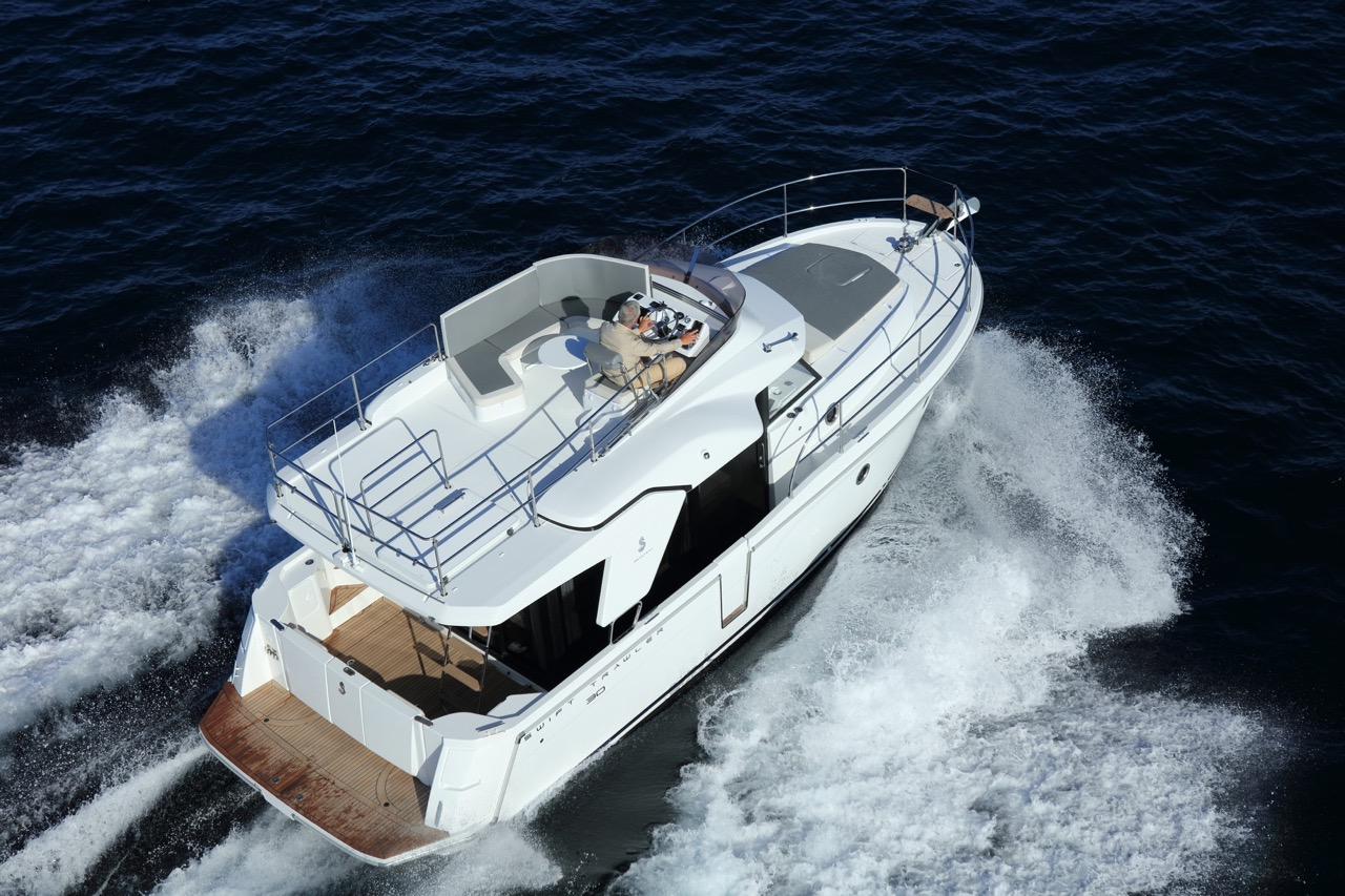 Flagstaff - st-30-flybridge-at-sea